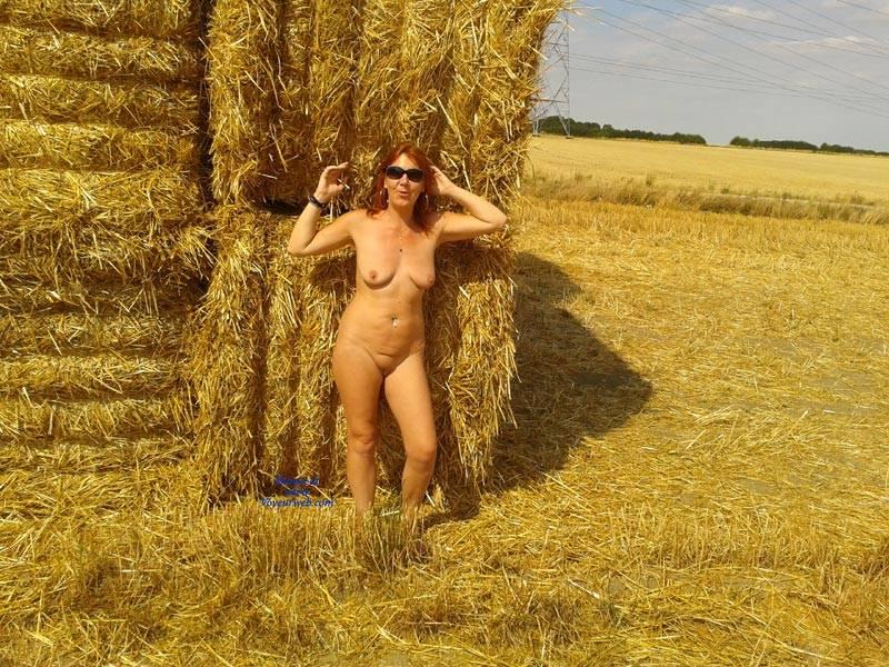 Pic #1Dans les Champs  - Big Tits, Redhead, Shaved