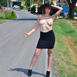 Autostop - Big Tits, Exposed In Public, Flashing, Heels, Nude In Public , Nude In Public, Hispanic Chick, She Attacks Her, Naked