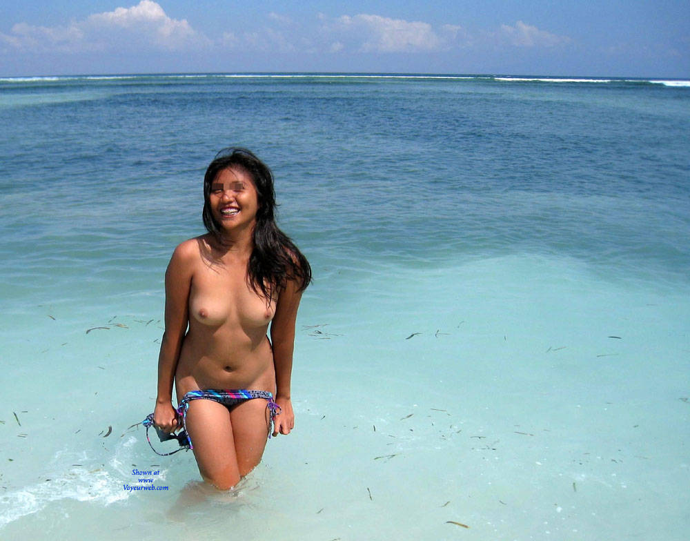 Pic #1Temptress Of The Tropics - Beach, Brunette