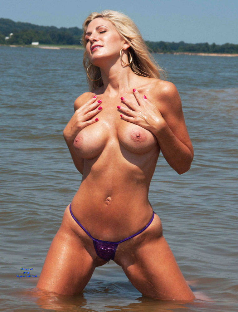 Blonde Showing Big Tits At The Beach - September, 2015 -4666