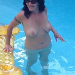 Medium tits of a neighbor - Lizz