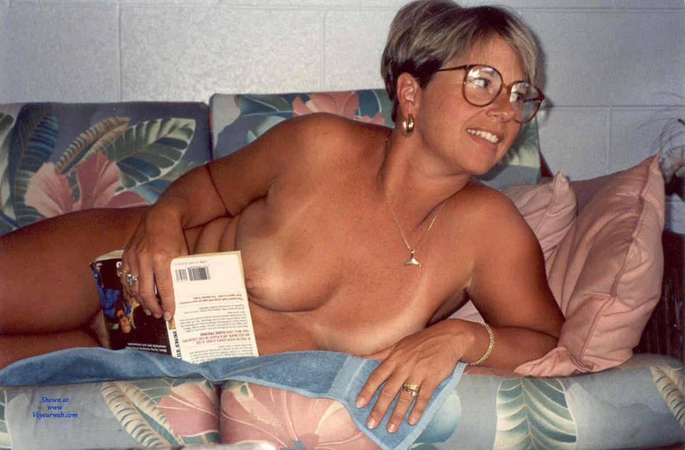 Debbie Revenge  nackt