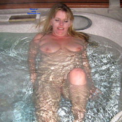 Sexy Wife Having Fun In The Hot Tub - XVIDEOSCOM
