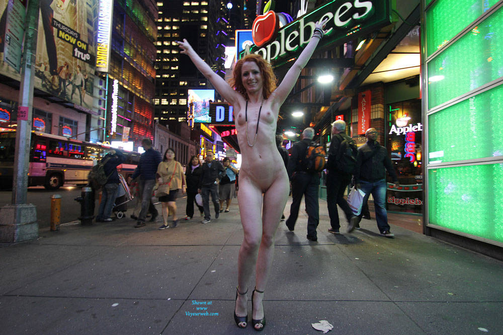 Pic #1Vienna - Nue York New York - Big Tits, Flashing, High Heels Amateurs, Public Exhibitionist, Public Place, Redhead, Shaved