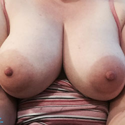 Breast Friends Selfies - Big Tits, Shaved