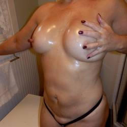 Medium tits of my wife - Hulagirl
