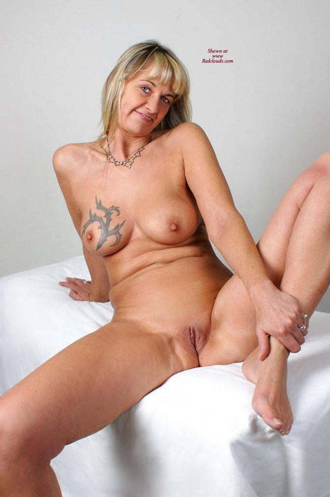 Pic #1Nackt YOGA Mit Regina Aus Halver - Big Tits, Blonde, Shaved, Tattoos