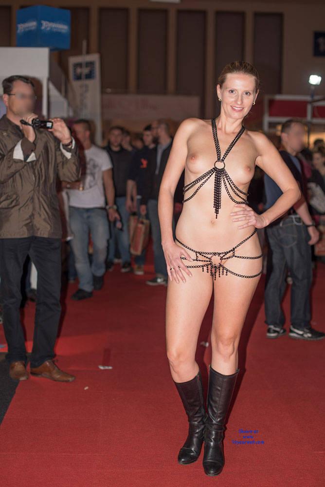 Pic #1Bri On Venus - Shaved, High Heels Amateurs, Blonde, Big Tits, Medium Tits, Cmnf