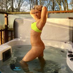 Rub A Dub Dub ! - Blonde, Outdoors, Shaved
