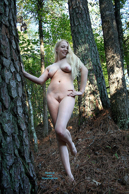 Blondes with dark bush nude
