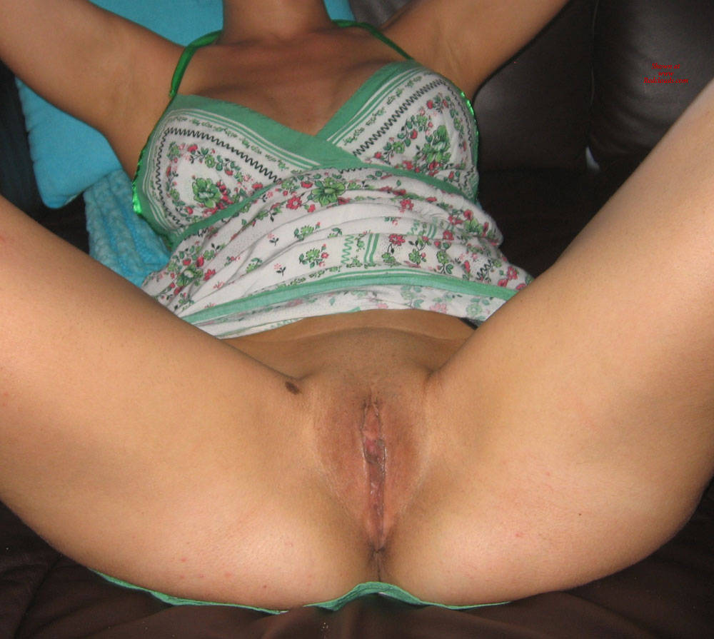 Pic #1HtWifey Spread Eagle - Wife/wives, Shaved, Amateur