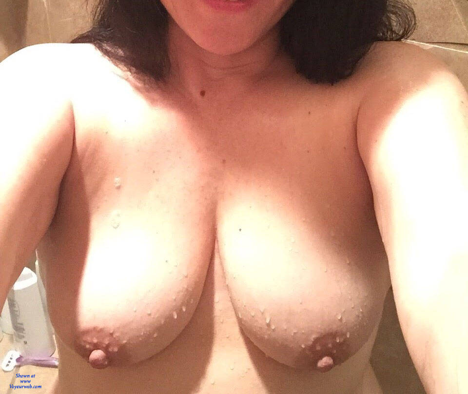 Pic #1 Sweet Ass MILF - Nude Amateurs, Big Tits