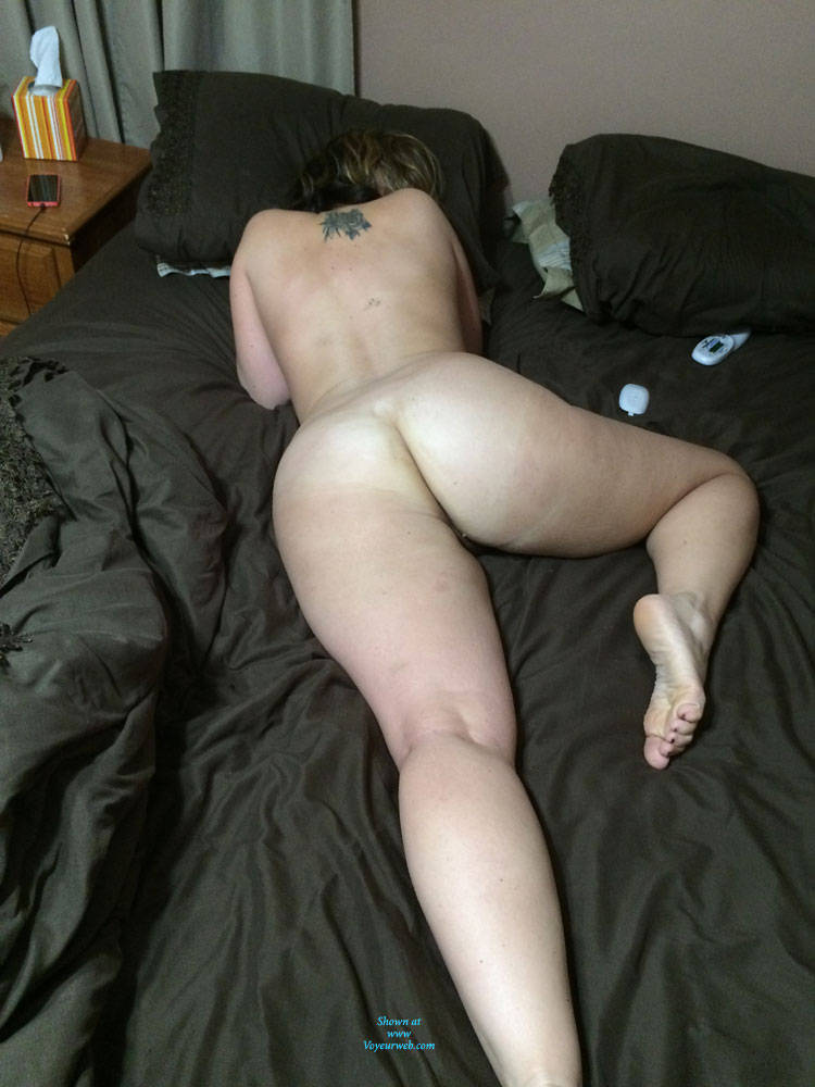 Amateur naked wives ass nude