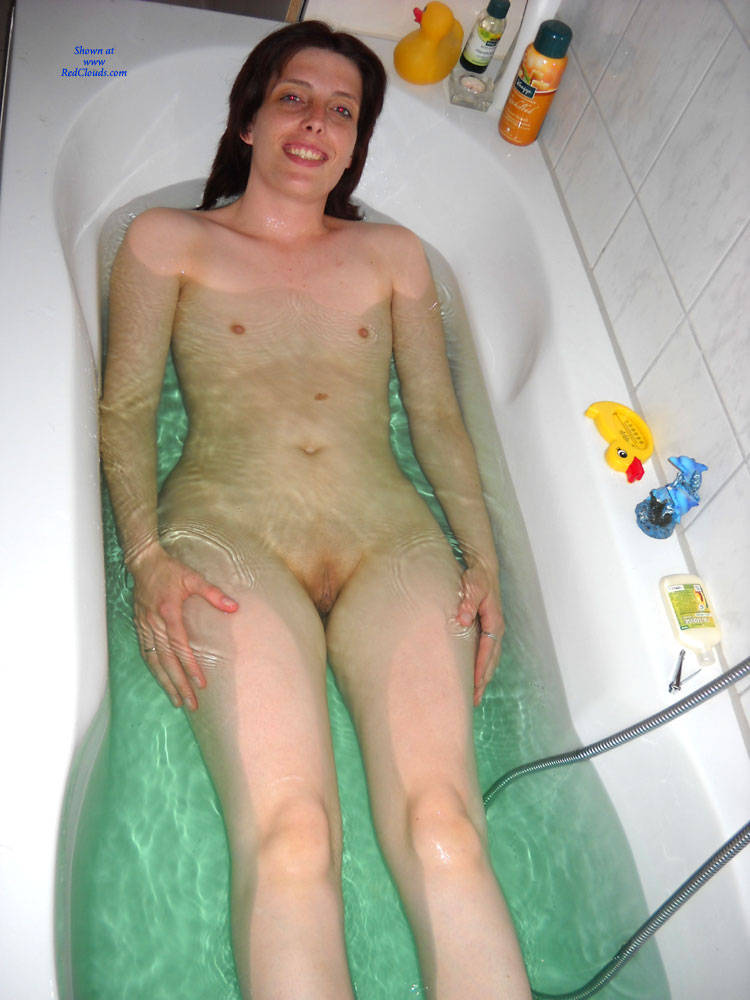 the tub bath in girls Naked
