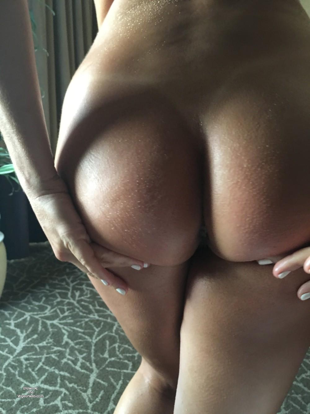 Pic #1 My girlfriend's ass - renee