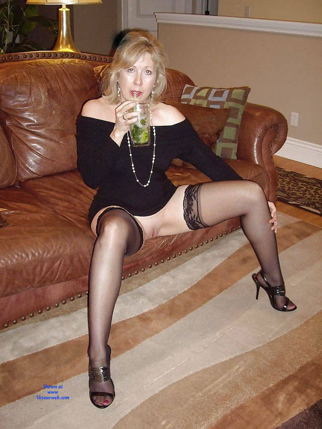 Pic #1Linda With Open Legs - High Heels Amateurs, Lingerie, Shaved, Mature, Mature Pussy