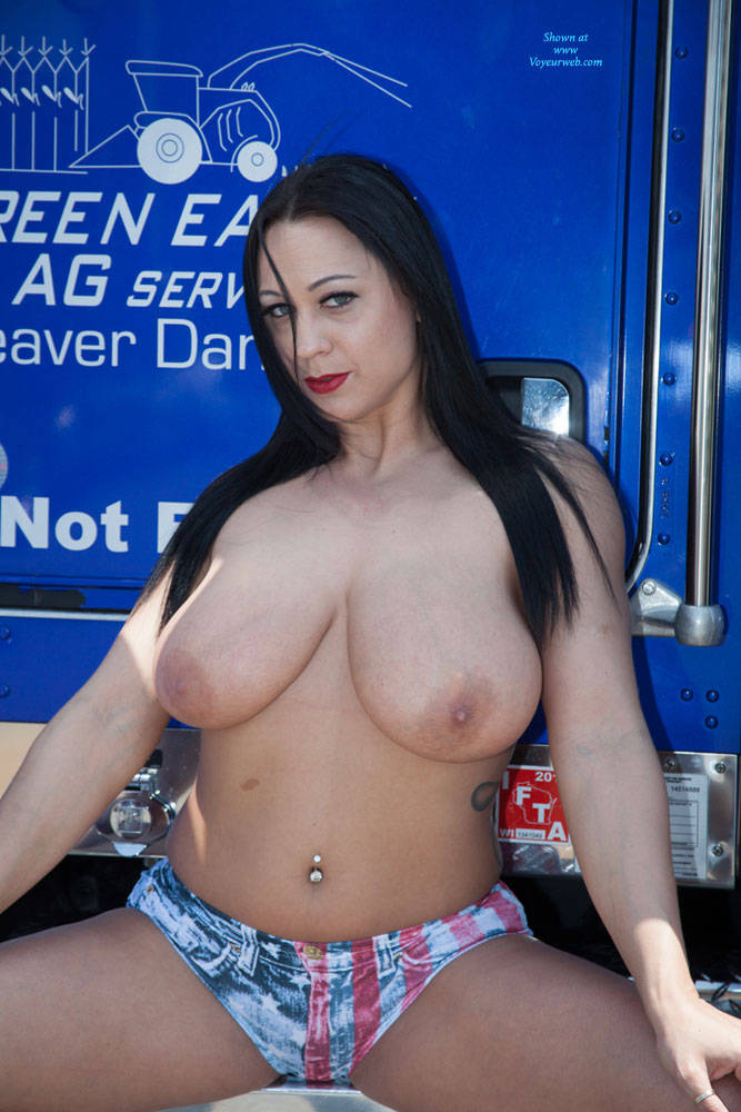 Big boob free hustler photo
