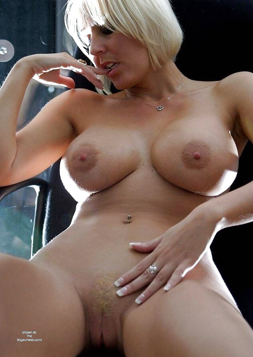 Pic #1Large tits of a neighbor - Busty Barb