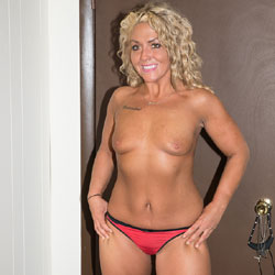 Nichole Poses In Midland, MI - Nude Girls, Blonde