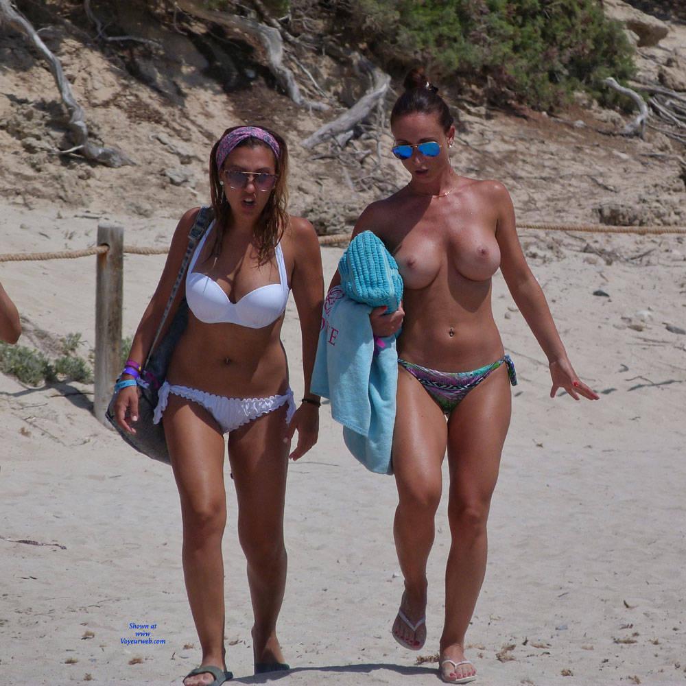 Pic #1Beauties - Topless Girls, Big Tits, Brunette, Outdoors, Beach Voyeur