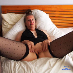 Doing Me On The Bed - Brunette, Blowjob, Mature, Shaved, Amateur