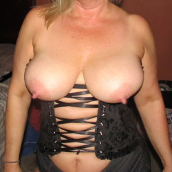 My medium tits - Milf Flash