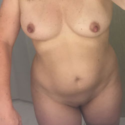 Looking For Comments - Wives In Lingerie, Amateur