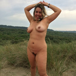 Nude Beach - Nude Girls, Outdoors, Amateur