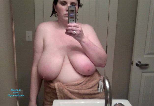 Pic #1 Bubs En La Casa - Big Tits, Brunette, Amateur