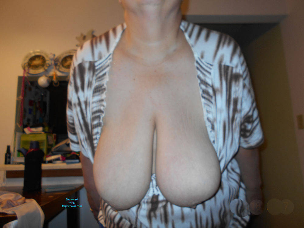 Pic #1 Hanging Out  - Big Tits, Amateur
