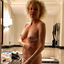 London Is Calling - Nude Girls, Amateur