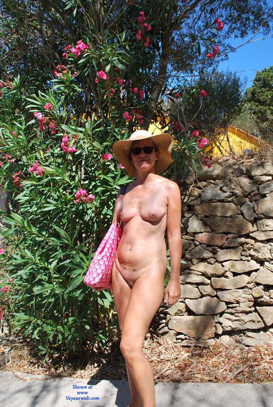 Pic #1Souvenirs De Vacances - Nude Girls, Outdoors, Shaved, Amateur
