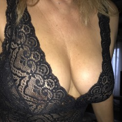 Large tits of my girlfriend - véronique