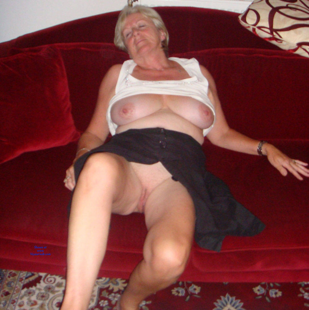 Pic #1Upskirt Fun - Big Tits, Mature, Shaved, Amateur