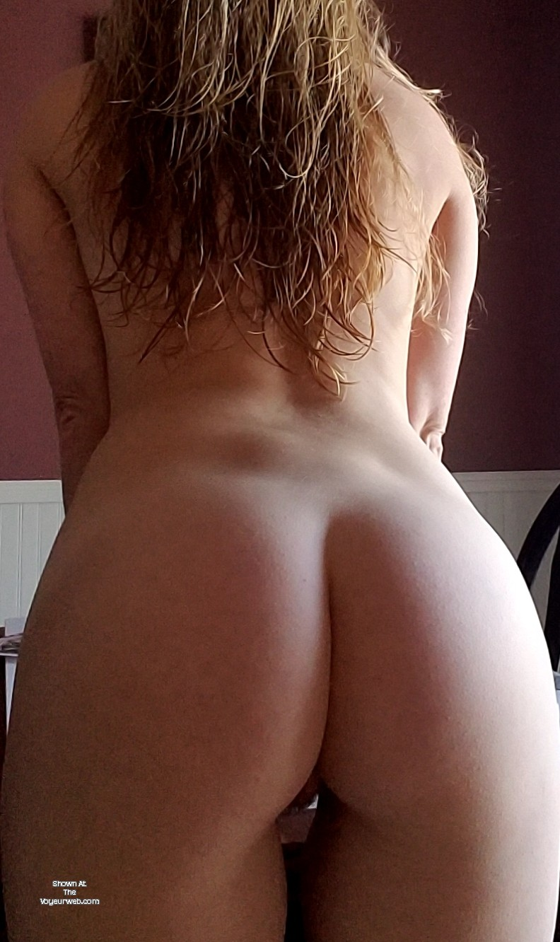 Pic #1 My wife's ass - Ginger