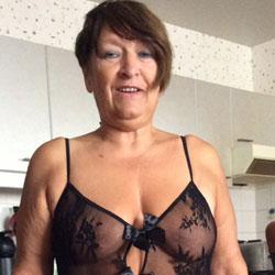 Sexy Anneke  - Lingerie, Amateur