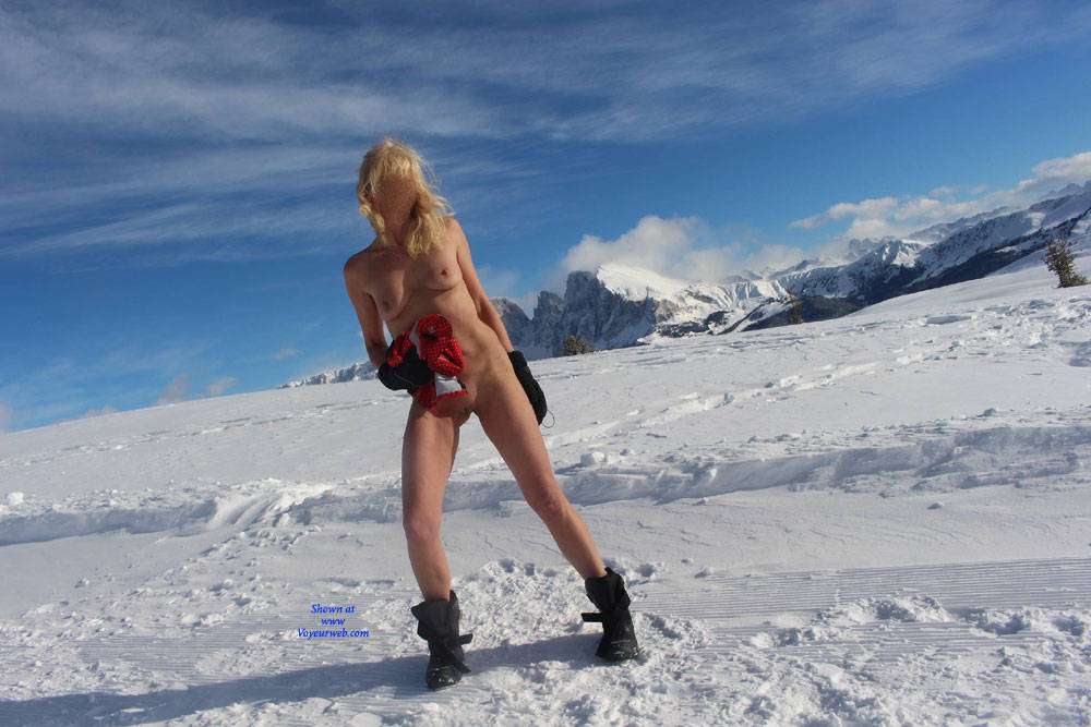 Pic #1 Nina In The Mountains - Nude Girls, Outdoors, Nature, Amateur
