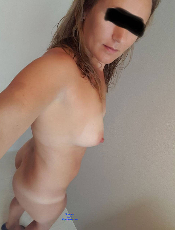 Milf with a gap nude