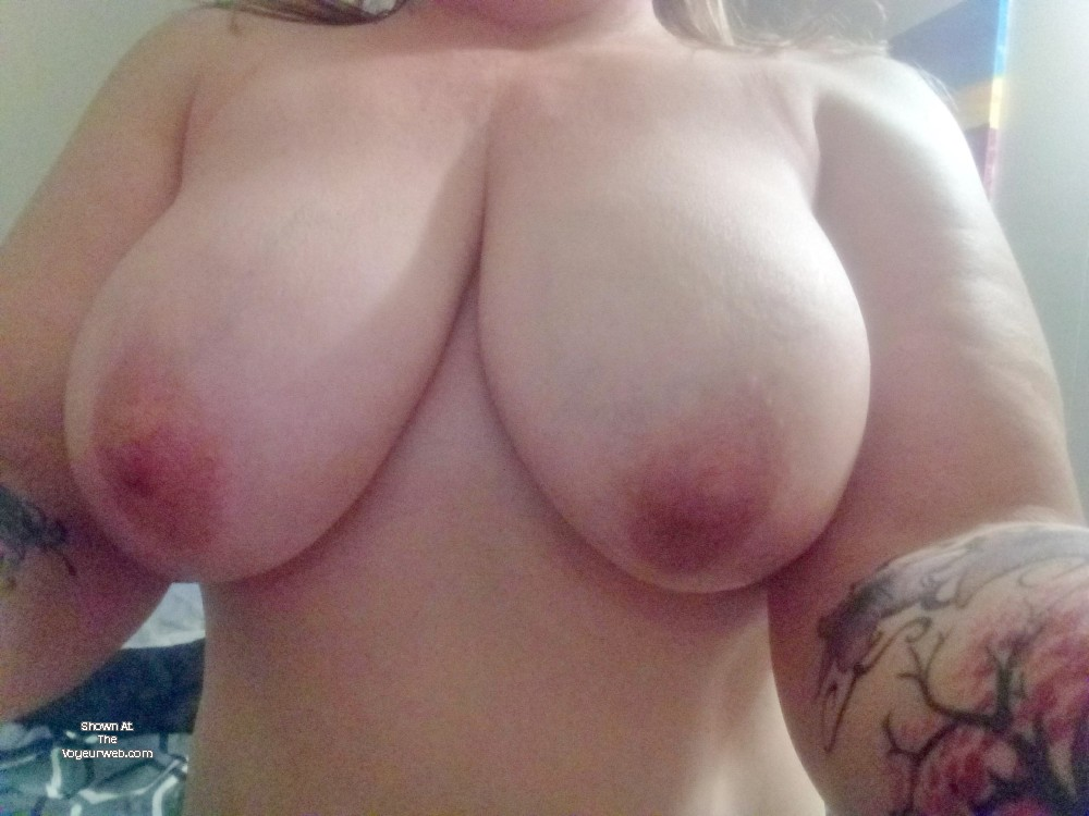 Pic #1Very large tits of a neighbor - Michelle