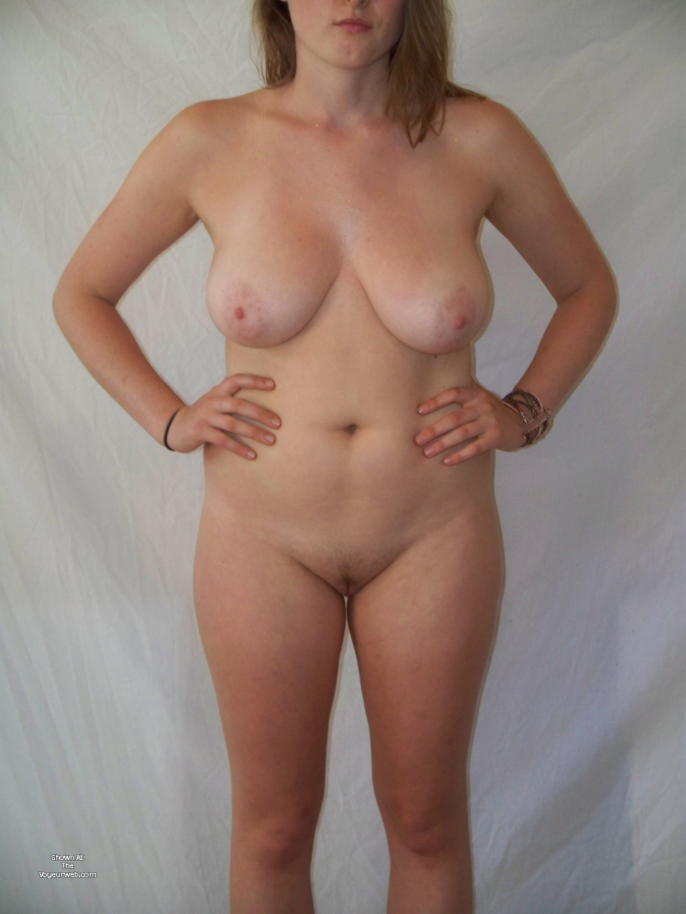 Pic #1 Very large tits of a neighbor - GirlzPose4Me