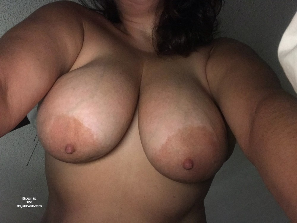 Pic #1 Very large tits of my girlfriend - Beach Babe