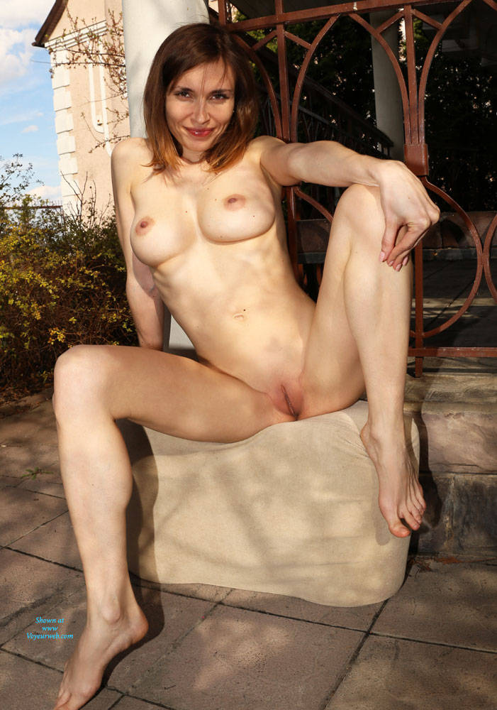 Pic #1Nude On Heels - Nude Girls, Big Tits, Brunette, Outdoors, Shaved, Amateur
