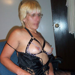 Sexy Sara To Enjoy - Wives In Lingerie, Blonde, Bush Or Hairy, Facials