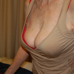 Medium tits of my wife - Medium tits of my wife