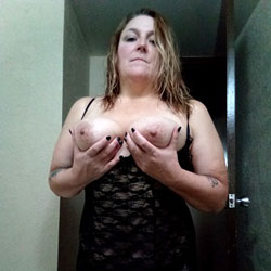 She Likes To Be Seen - Big Tits, Amateur
