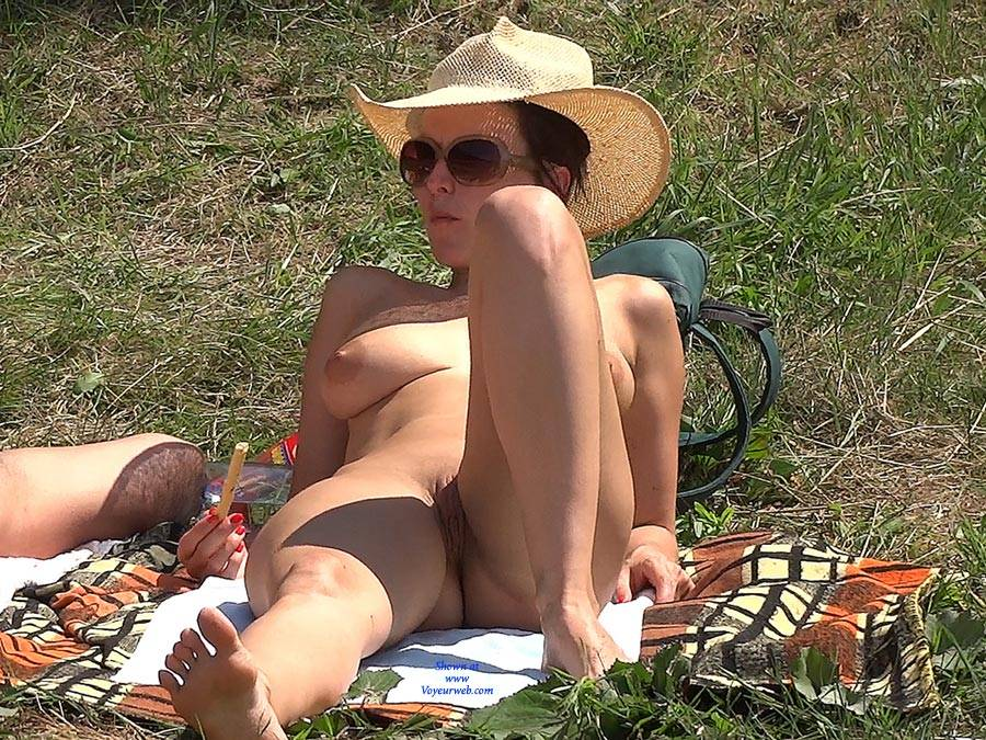 Pic #1Straw Hat - Nude Girls, Big Tits, Outdoors, Shaved