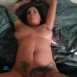 Smiles And Butthole Lovin - Nude Amateurs, Big Tits, Penetration Or Hardcore, Shaved, Tattoos, Close-ups