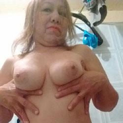 La Colombiana Exhibicionista - Big Tits, Amateur