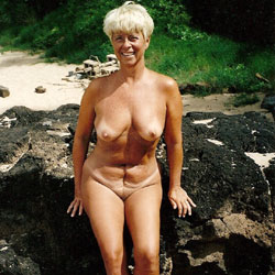 Debbie Nude On Secret Beach - Nude Wives, Big Tits, Outdoors