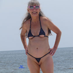 mature amateurs in extreme bikinis